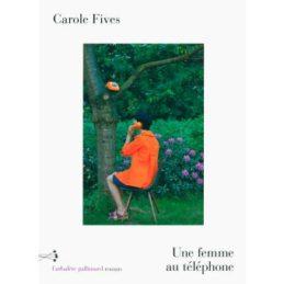Une femme au téléphone – Carole FIVES